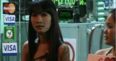 """Attain you want """"Ladies"""" from Pattaya Seaside in Thailand?  Video by Robert Swetz 2010.mpeg"""