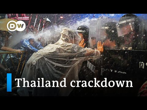 Thailand: Protesters conflict with police in Bangkok | DW Recordsdata