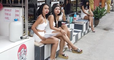 Pattaya Day Scenes: Soi Buakhao and LK Metro: Thai Girls Are Restful Smiling And Ready For Tourists