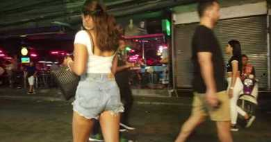 Strolling Avenue Pattaya with special customer Dum Dum Media