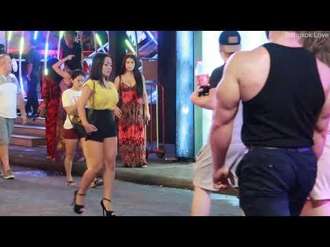 2019 Pattaya Evening Scenes – So many walkers on strolling avenue!