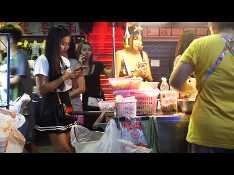 Strolling Boulevard   Pattaya   Nightlife