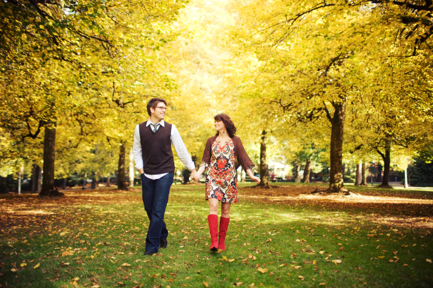 fall_couple_walking