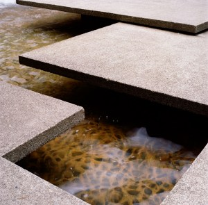 forecourt_fountain_01