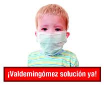 """niño con máscara y cartel """"solución ya"""""""