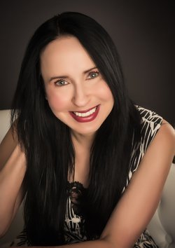 Photo of author Lisa Renee Jones