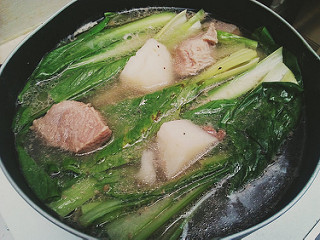 Quick Recipe: Filipino (low-cost) nilagang baboy