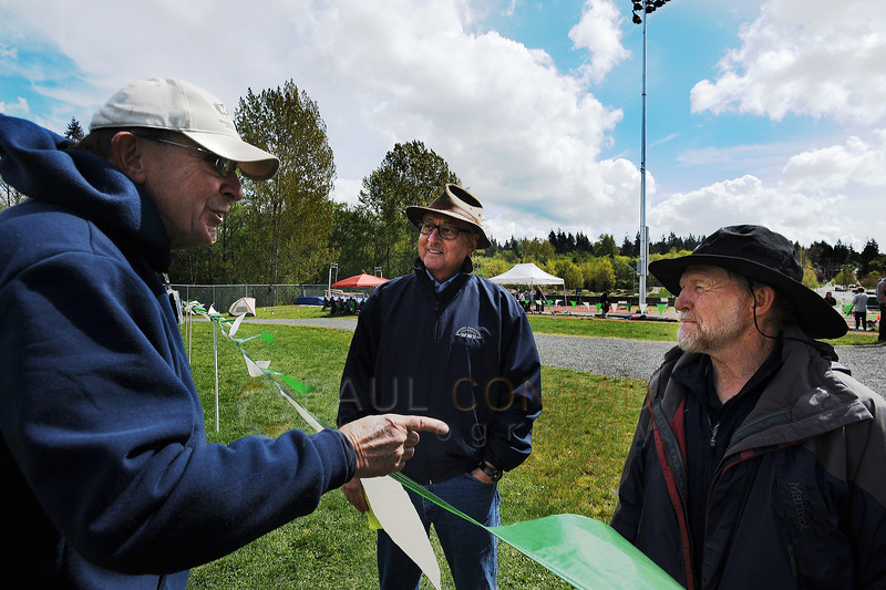 © Paul Conrad/The Bellingham Herald - Retired Western Washington University track and field coach Ralph Vernacchia, center, chats with javelin referee Bob Sund, left, and current WWU coach Pee Wee Halsell during the 2014 Ralph Vernacchia Track and Field Meet at Civic Field in Bellingham, Wash., on Saturday April 26, 2014. The WWU track and field event is named in Vernacchia's honor.