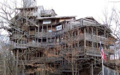 The Most Epic Treehouse Ever Constructed: 11 stories and 90 feet tall