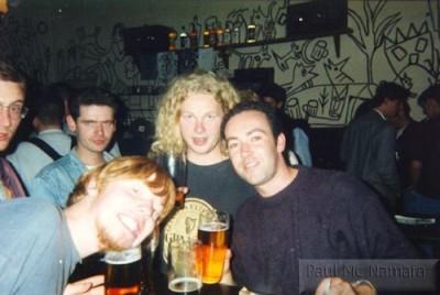 199305-020-cz-prague-nightlife-thirstydog