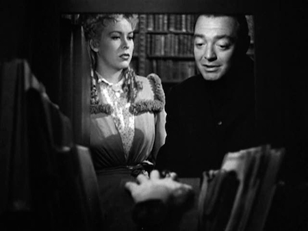 Photo of Andrea King and Peter Lorre in The Beast With Five Fingers.