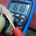 Medindo a capacitância do capacitor de filtro