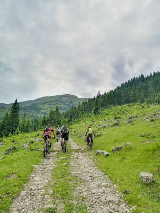 mountain biking puzdrele climb