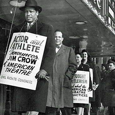 Paul Robeson protesting segregation at a theater in St. Louis in 1947.