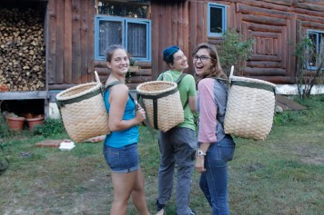 Packbasket making with Tracy and Nick Santagate's home.