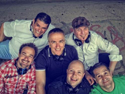 Mit fünf DJ Kollegen. Foto: Jörg Backhaus