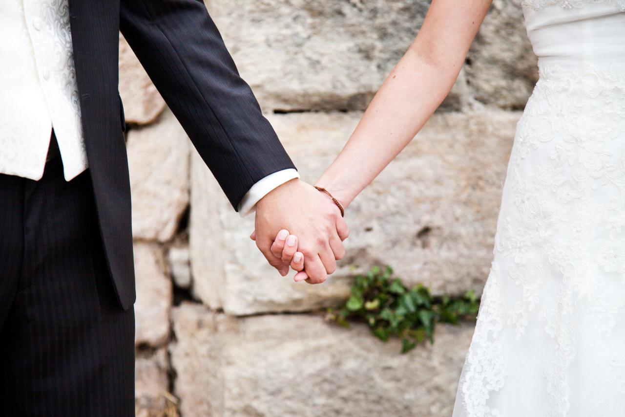 Brautpaar Hände. Foto: JM Fotografie