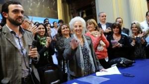 El diputado nacional Leonardo Grosso y Estela de Carlotto, durante el cierre del Encuentro Federal por una Seguridad Democrática y Popular.