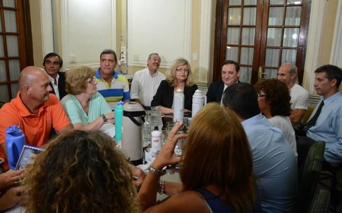 Los ministros Balagué y Genesini presidieron la primera reunión paritaria con los gremios docentes.