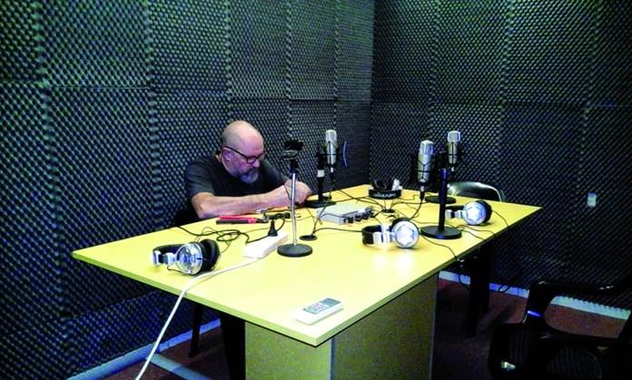 Juan Vergara pone a punto el estudio de Ochava Roma.