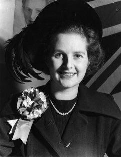 Margaret Thatcher antes de ir a jugar al bridge o cerrar minas de carbón, el porte es el mismo.