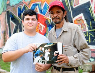 El fotorreportaje de José Almeida Santafesinos solos en el 2003 se convirtió en un ícono de la memoria de la inundación. A 15 años, rastreó y encontró a los protagonistas de sus fotos y realizó un nuevo fotorreportaje, Huellas de lo profundo.