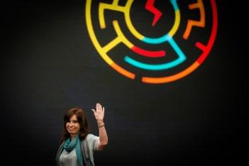 El Primer Foro Mundial de Pensamiento Crítico que organiza el Consejo Latinoamericano de Ciencias Sociales fue el marco de un nuevo retorno público de CFK. Foto: Mauricio Centurión.
