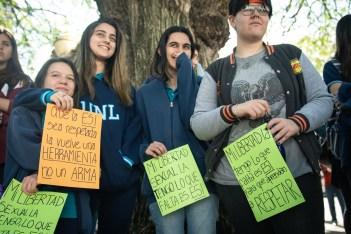 Docentes, estudiantes y especialistas se congregaron el 20 de septiembre frente a la Legislatura para defender la implementación de la educación sexual integral y su sanción definitiva como ley provincial. Foto: Mauricio Centurión.