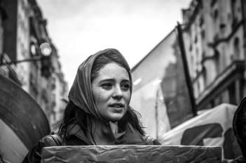Agosto también fue el mes en el que explotó el conflicto universitario. La imagen de Juan Bordas corresponde a la cobertura desde la marcha del 30 de agosto. Fue utilizada por el artista gráfico Manuel Manso para la tapa de la edición especial dedicada al tema, Primavera del 18.