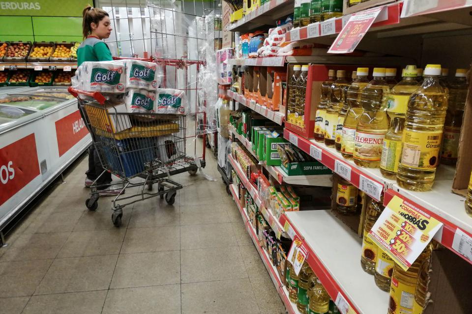 La inflación de febrero llegó al 2%, con alimentos aún en niveles elevados