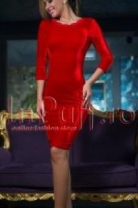 http://www.inpuff.ro/produs/rochie-eleganta-trei-sferturi-catifea-rosie-1