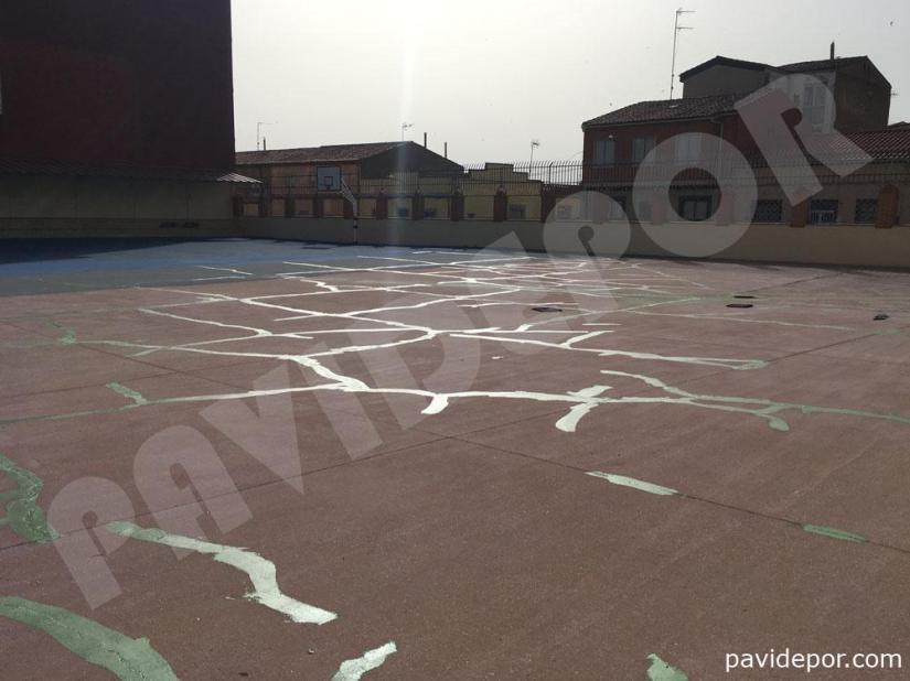 Grietas reparadas en pavimento de colegio San Vicente de Paul, de Benavente, Zamora