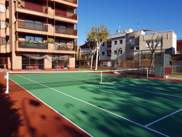 Pavimento deportivo con cinco capas de resinas para pista de tenis