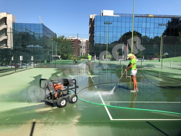 Limpieza pista de tenis