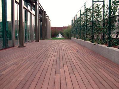 Pavimentazione in legno per lesterno alcune aziende importanti qualit e caratteristiche