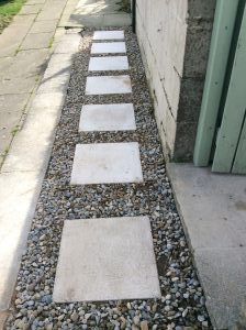 How to lay stepping-stones on gravel. Follow our step-by-step instructions