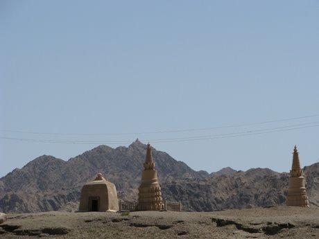 Dunhuang - pustynia, wielbłądy ibuddyjskie groty 7