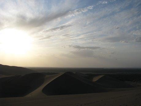Dunhuang - pustynia, wielbłądy ibuddyjskie groty 29