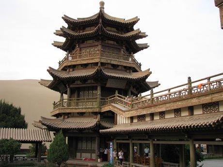 Dunhuang - pustynia, wielbłądy ibuddyjskie groty 41