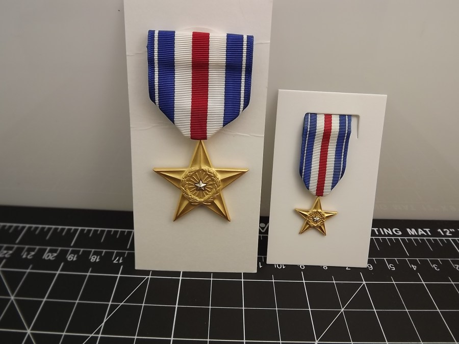 SILVER STAR REGULATION MEDAL AND MINIATURE SILVER STAR FOR EVERYDAY USE ARMY MARINES NAVY AIR FORCE USCG RIBBON 2-PIECE SET 1