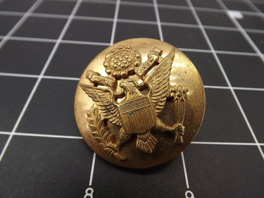 ANTIQUE BRASS UNITED STATES OF AMERICA COAT OF ARMS W/ EAGLE BUTTON PIN 1