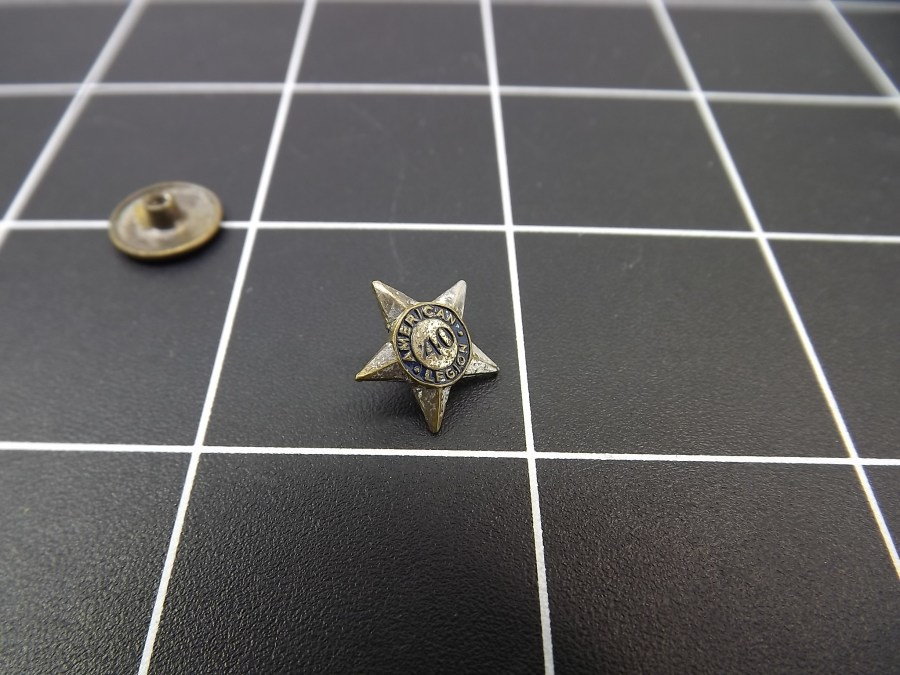 ANTIQUE SILVER TONE STAR AMERICAN LEGION 1940 ENAMEL LAPEL PIN 4