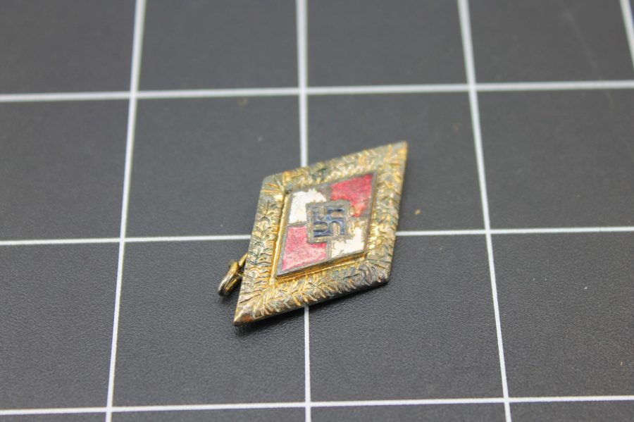 ANTIQUE WWII GOLD TONE NAZI SWASTIKA ENAMEL LAPEL PIN 4