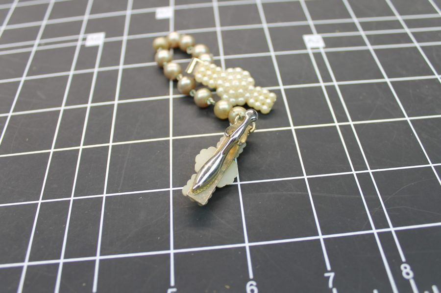 VINTAGE ANTIQUE GOLD TONE COSTUME PEARL COLLAR CLIPS 2