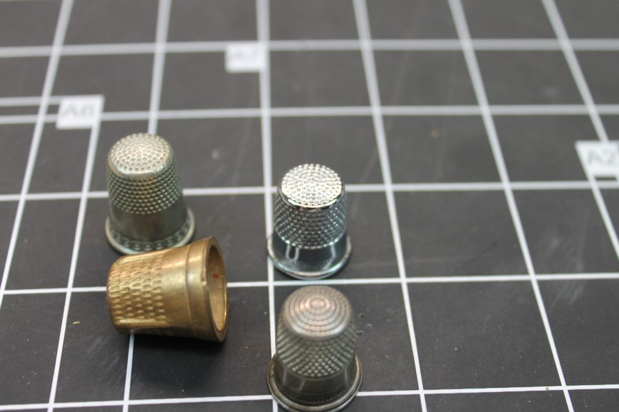 VINTAGE ANTIQUE SET OF 4 ASSORTED SIZE SEWING THIMBLES 2