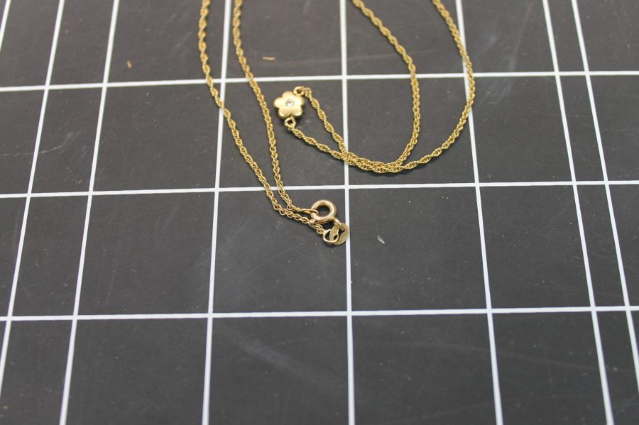 14KT YELLOW GOLD FLOWER PENDANT W/ DIAMOND ON TWISTED ROPE CHAIN 2.2GRAMS 4