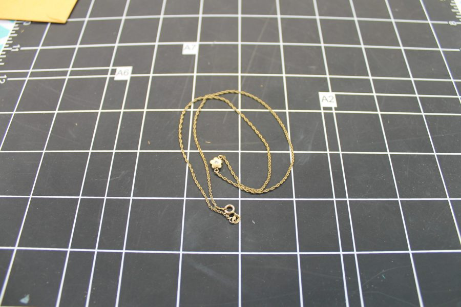 14KT YELLOW GOLD FLOWER PENDANT W/ DIAMOND ON TWISTED ROPE CHAIN 2.2GRAMS 3