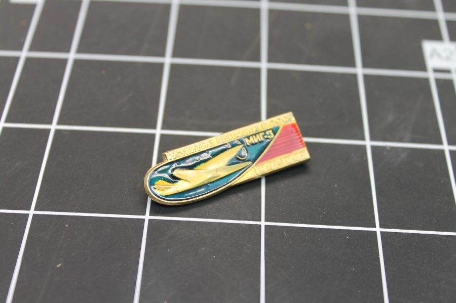 VINTAGE ANTIQUE GOLD TONE MILITARY AIRPLANE RUSSIA USSR ENAMEL LAPEL PIN 1