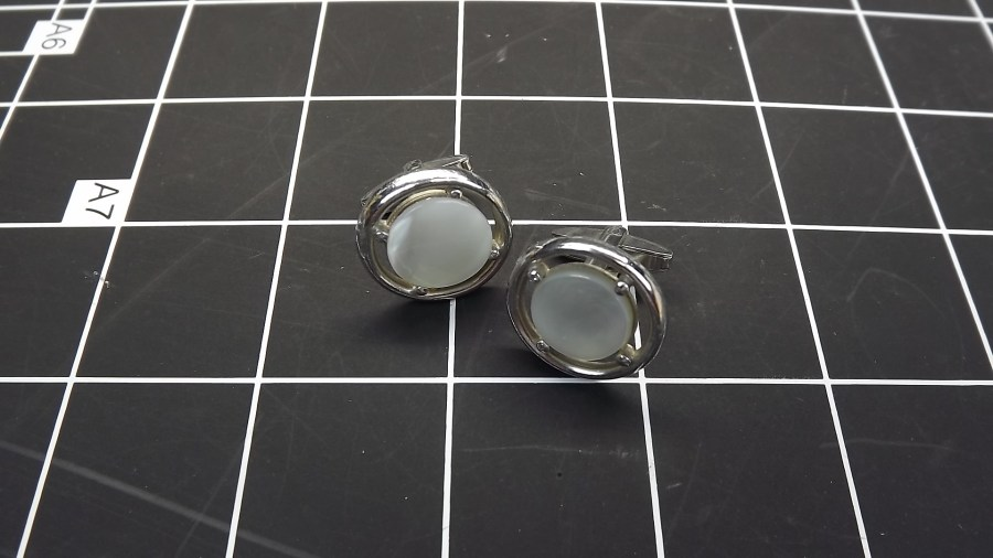 VINTAGE ANTIQUE SILVER TONE MOTHER OF PEARL ROUND CUFF LINKS 1