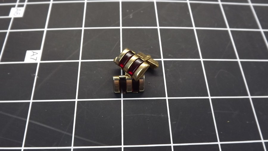 VINTAGE ANTIQUE GOLD TONE RED STONE RECTANGULAR CUFF LINKS 1